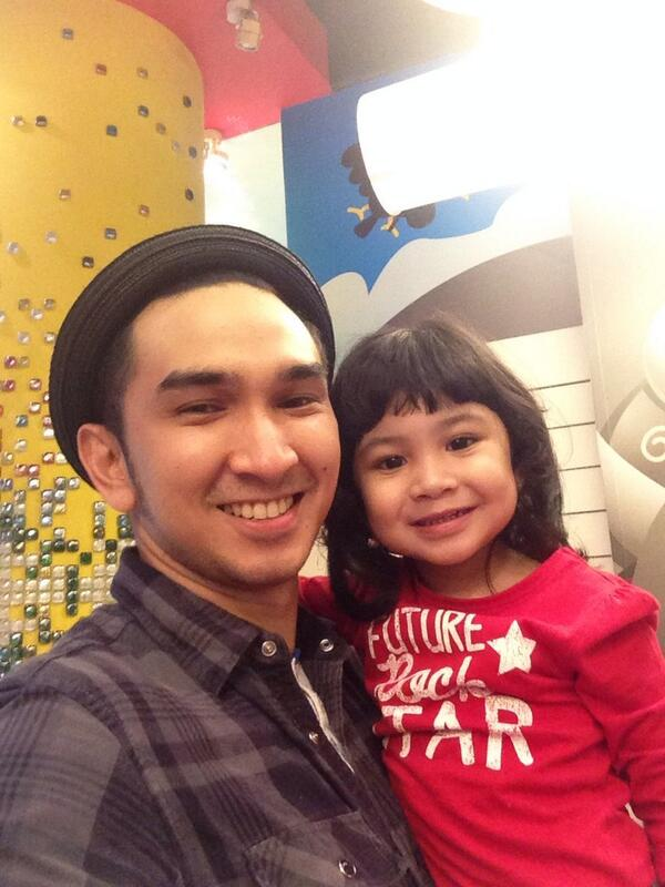 Shakila with Papa after haircut! ☺️☺️☺️ @ShakilaMegieKA @AMECaris_DRUM http://t.co/AB2qXll0Oz