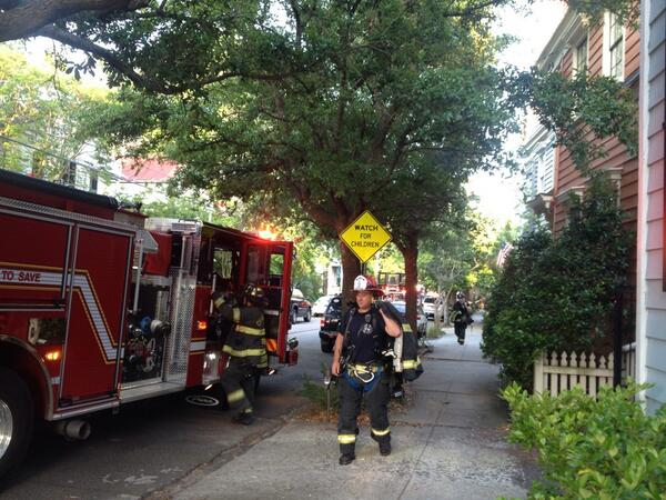 Charleston firefighters leaving vacant carriage house at 65 Warren that was ravaged by fire after 6. #chs #chsnews http://t.co/imMDYzzyU6