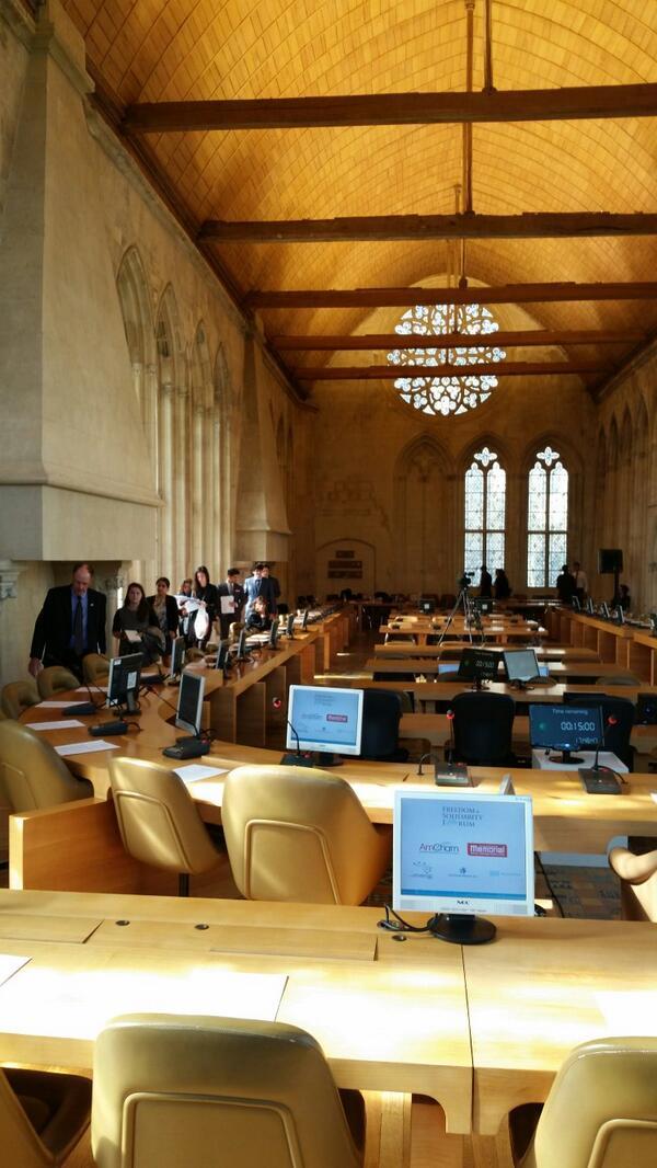 Le débat organisé par @pejfrance et USA Youth Debates s'apprête à commencer #FSFCaen http://t.co/V86kZI28xx
