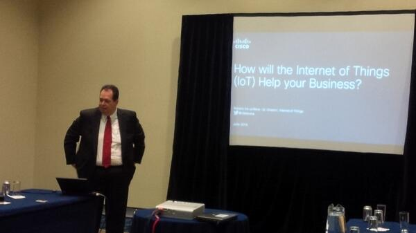 Toma la palabra Roberto de la Mora, experto de @CiscoMexico en #IoT a nivel mundial. #tsf14 http://t.co/fTU9Zziq7r