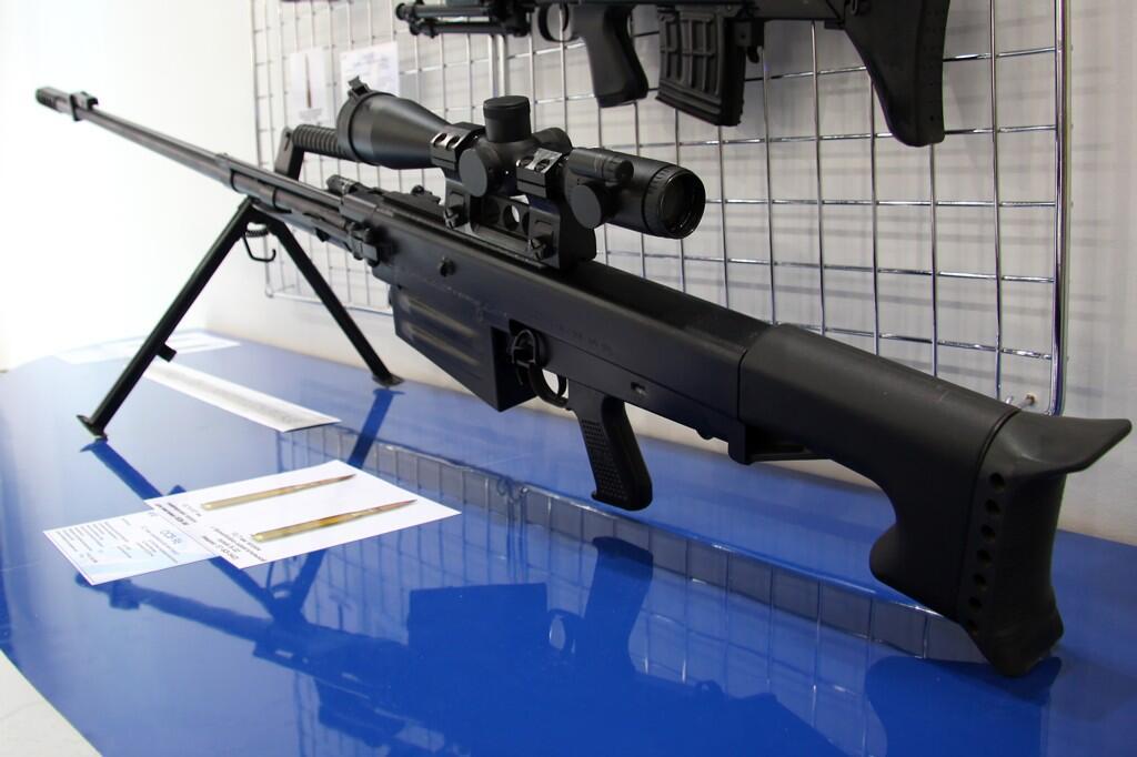 """銃 紹介BOT auf Twitter: """"新規 OSV96 1990年にロシアのKBP社が開発したセミオート対物ライフル。東側諸国で使用され12.7x108mm弾を使用する。西側で主流の12.7mm弾よりも装薬量が多く射程、貫通力が高い。1800m先の軽装甲車両を破壊する事. http://t.co/gtKAjEVsFy"""""""