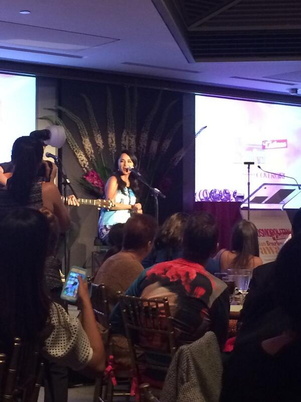 .@iambeckyg singing acoustic. She's so talented. Dios la bendiga. #BeckyG #CFLFunFearless @COVERGIRL http://t.co/sq0WHUJ3xw