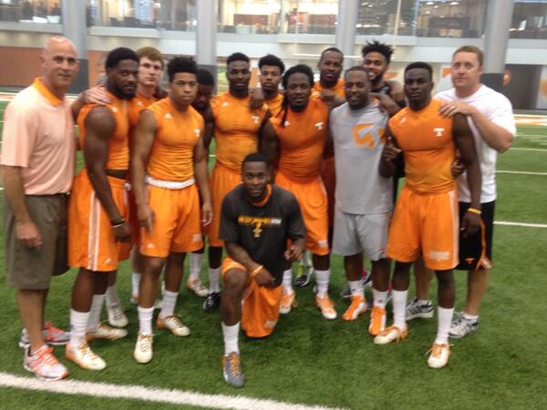 Training with the best, that's why we are different from the rest. @realpacman24 #OrangeSwarm http://t.co/VbcoHaWH8M