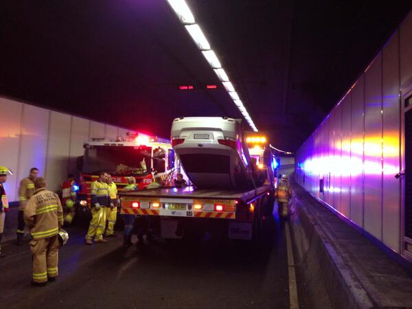 .@nswpolice investigate crash in #SydneyHarbourTunnel: https://t.co/uOyzQjwOPQ http://t.co/N1EdMOFhsU