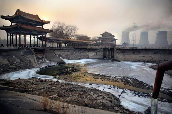 Pollution in China kills an estimated 3.5 million people each year — see how bad it really is. http://t.co/aLy3I2YOrs http://t.co/MvIWEAlXPU