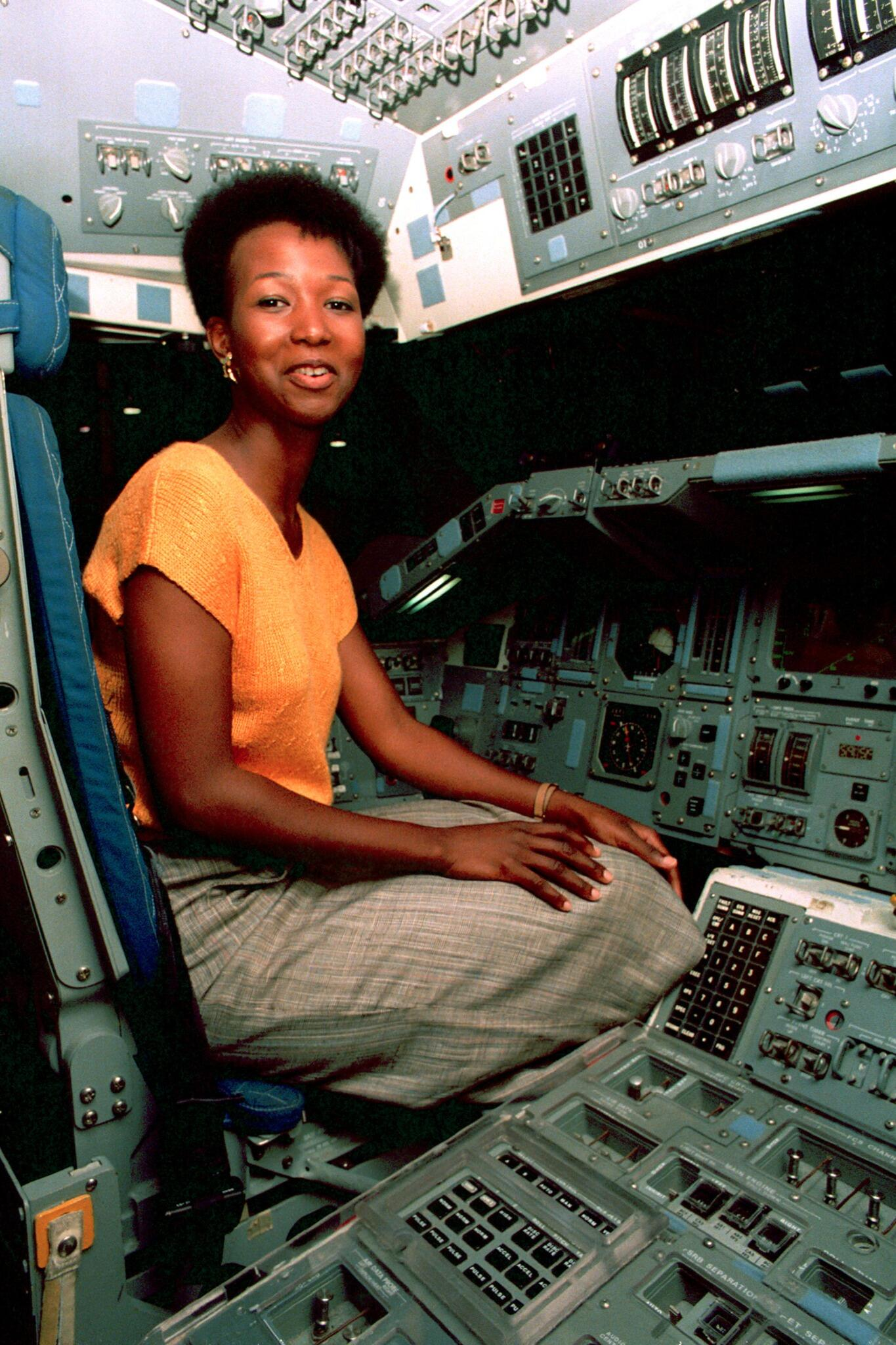 mae jemison pictures in space - HD 1175×1762