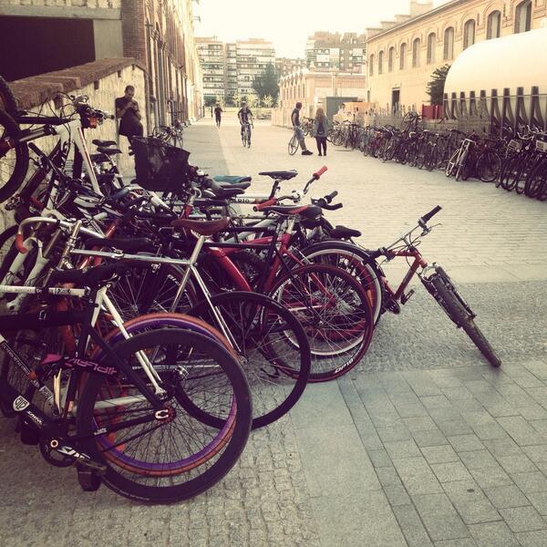 ¿Que Madrid no es una ciudad de bicis? cc @MadCityRides @mataderomadrid #estapasando http://t.co/lLYpeaKgtU