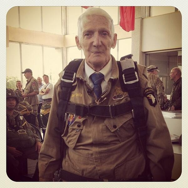 """Meet Jim """"Pee Wee"""" Martin, 93yo. Today he's repeating his D-Day parachute jump of 70 years ago. Photo by @ClarkeGiles http://t.co/ORdm4rcDLX"""