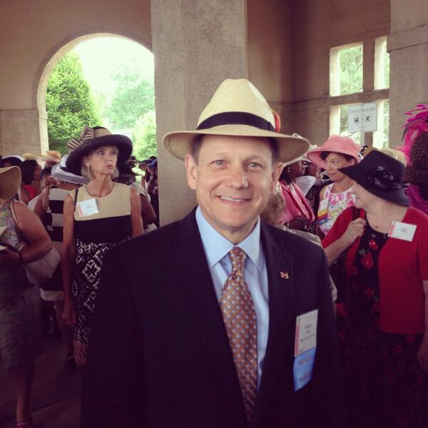 .@MayorSlay makes his entrance (looking sharp!) at the 2014 FPF Hat Luncheon. #hatsoff4forestpark http://t.co/YIdY3Yjeh2