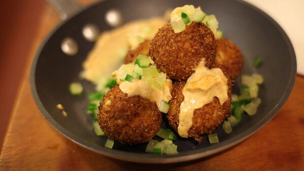 These blue crab hush puppies are SO GOOD. Thanks, @ChefHodge! Get the recipe http://t.co/4zeEWpY3Sr http://t.co/xOPtgUwhus