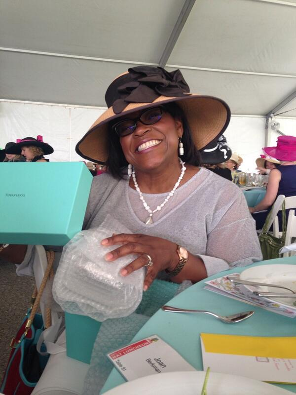 It's @caroldanielKMOX w/her @TiffanyAndCo goodies! @ForestPark4Ever #hatluncheon2014 http://t.co/Lmy0F2pb0E