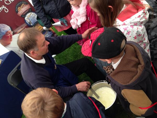 Demonstrating how to make cheese in a bucket @glendaleshow  #countrysideday http://t.co/jZERO1CbgA