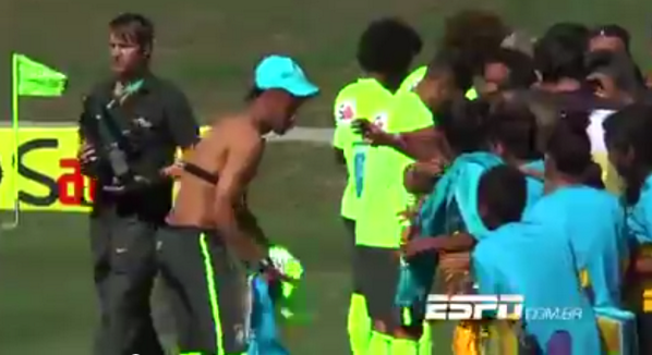 Legend! Neymar takes the shirt off his back to give to a kid at Brazil training [Video]