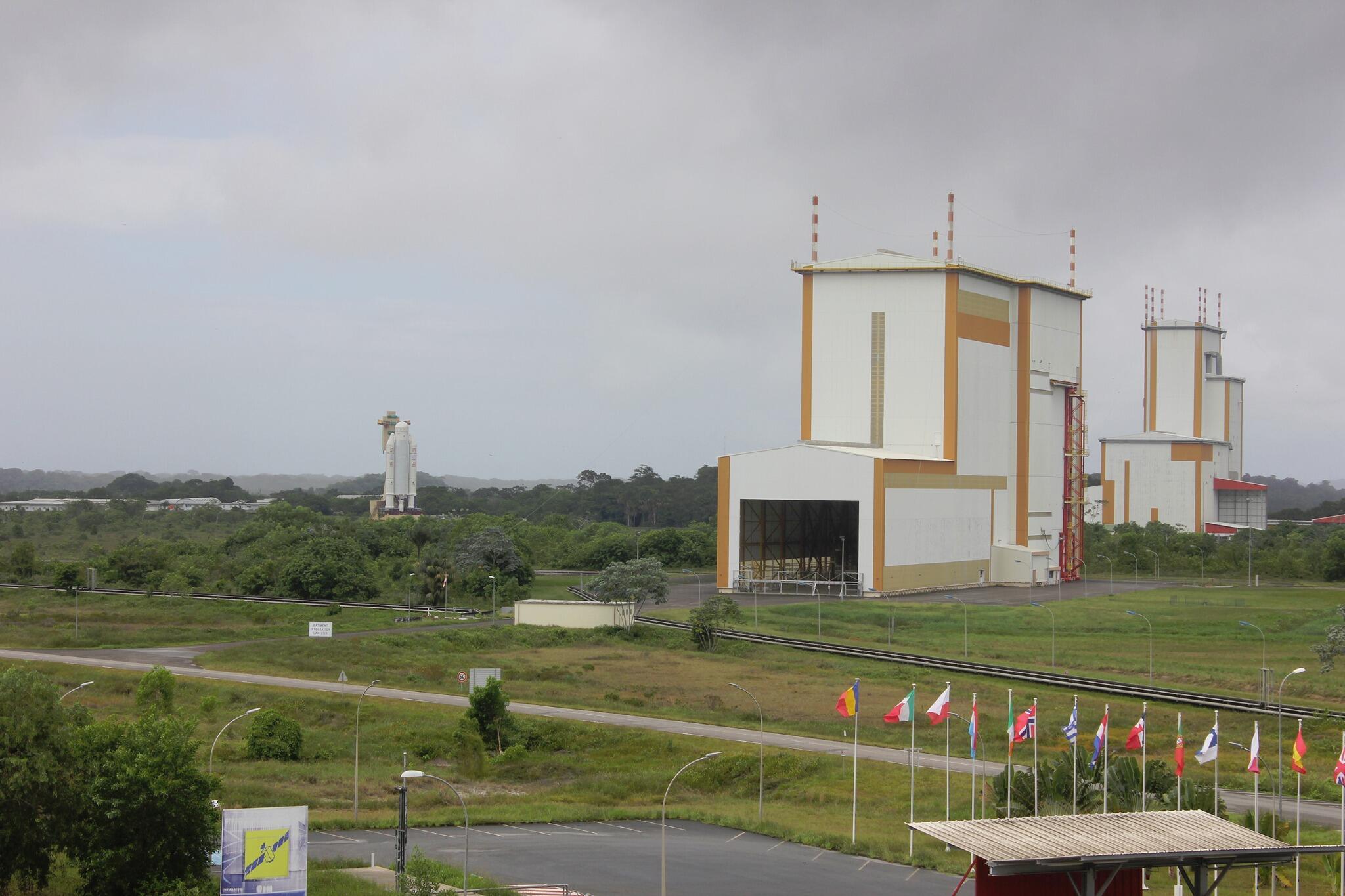 Lancement Ariane 5 ECA VA218 / Measat 3B + Optus 10  - 11 septembre 2014 - Page 4 BpZkkTyIgAIQWMA