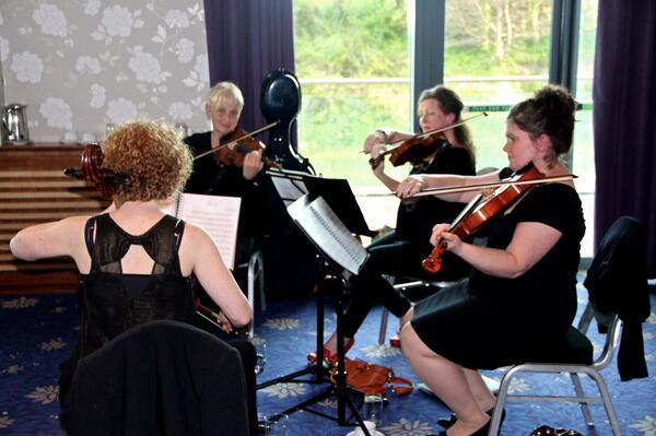 #celt14 dinner - musicians playing http://t.co/2kolJ1YJZy