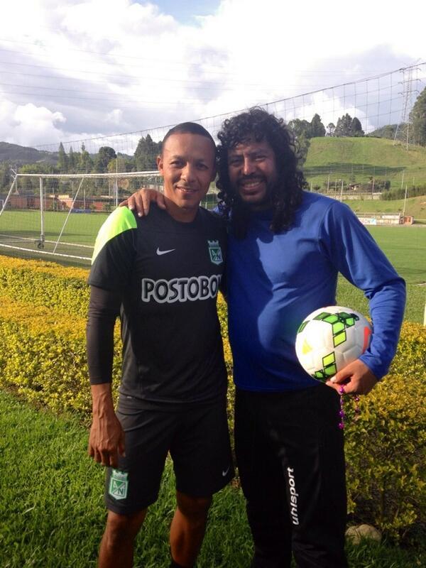 Los porteros más bajos de la historia del futbol -- Shortest goalkeepers in football - Página 2 BpakgiKIUAE56Qz