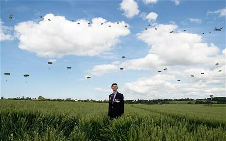 88 yr old Fred Glover, who served with the Parachute Regiment 70 yrs ago #DDay70 http://t.co/fumlBb8IWF