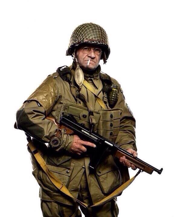 Jim Martin二战诺曼底空降伞兵,93岁,全副当年装备参加纪念日,致敬!  http://t.co/pE0bG9a6tB …http://t.co/RQ0P5fijnQ