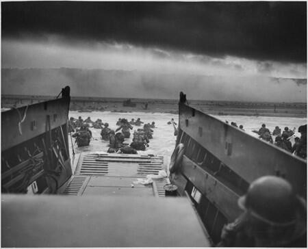 Taken 70 years ago today, this photograph shows heroic troops landing at Omaha Beach. http://t.co/KN6Zs6HFxE #DDay70 http://t.co/HUKffXPiFV