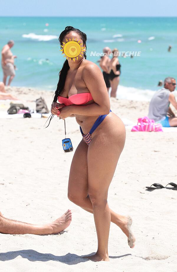 "1b7ec8efe4099 ""@necolebitchie: Guess who was spotted showing off her bikini body?  http://necoleb.it/1utYXqv pic.twitter.com/e9L9cSJ3Y3"" thats relationship  weight"