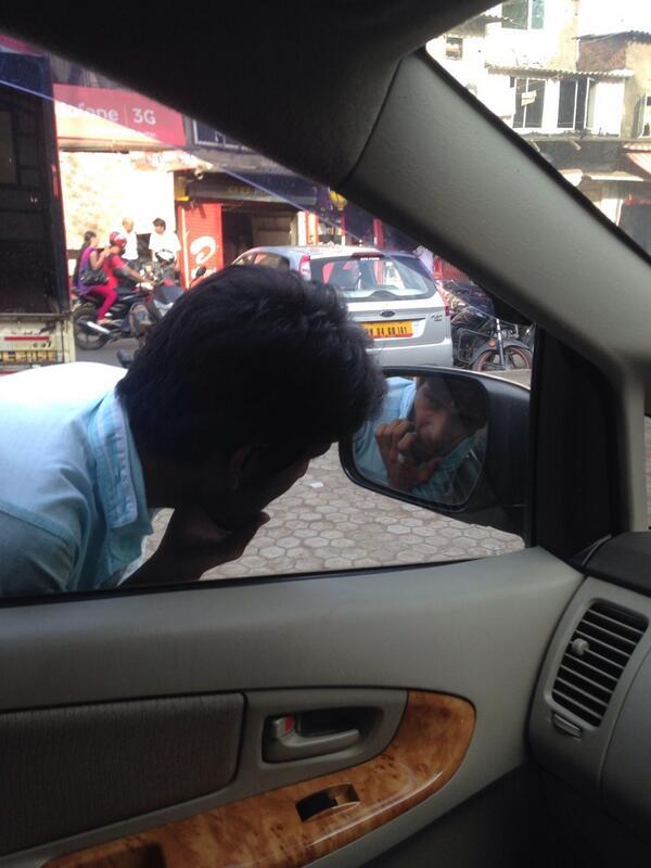What happens at traffic signals #Mumbai http://t.co/1FhWtmq1AX