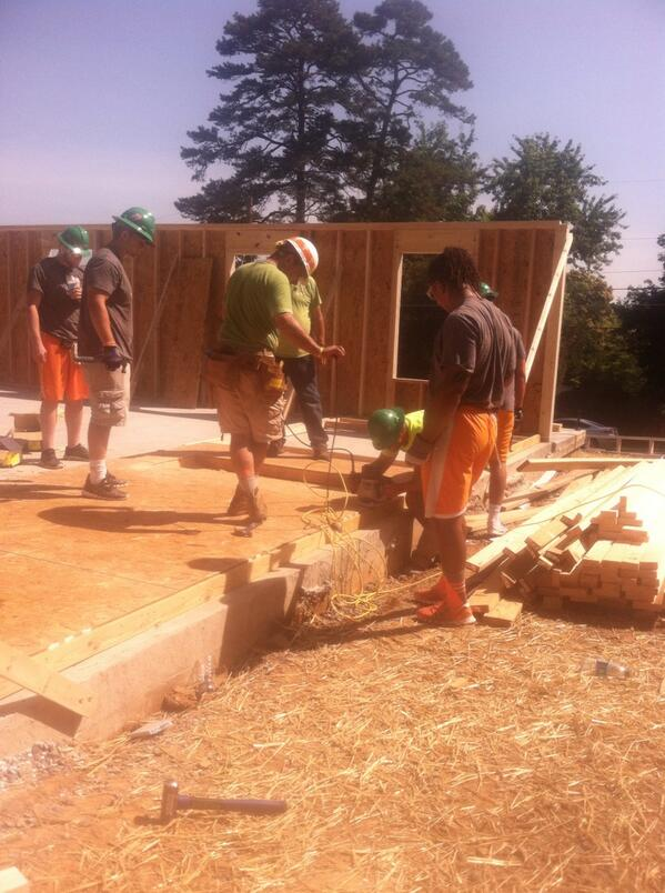 @WVLTCasey: #UT football team trading their helmets for hard hats. Building a #habitatforhumanity home today. #Vols http://t.co/m3k7blNlUE
