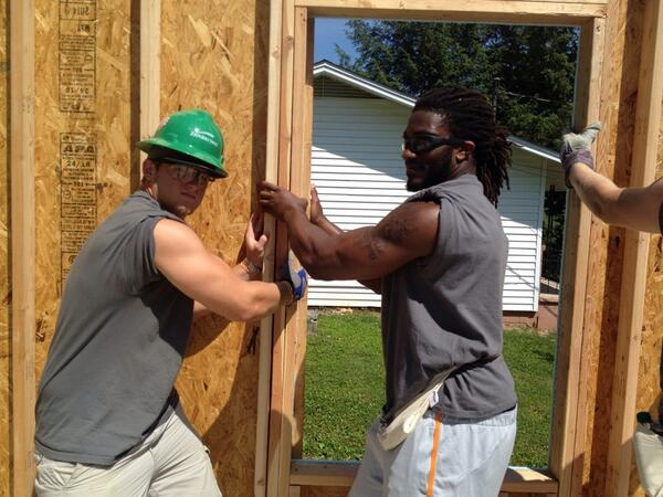 This wall is up thanks to @aj_thebeast_45 and @vfl38 #Community #Volunteers http://t.co/uP5uBSV9nd
