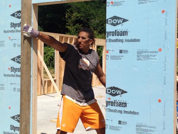 Here's @JohnsonJakob securing a beam as #Team118 builds a new home for @KnoxHabitat #Community #Volunteers http://t.co/eKomCzU8Vd