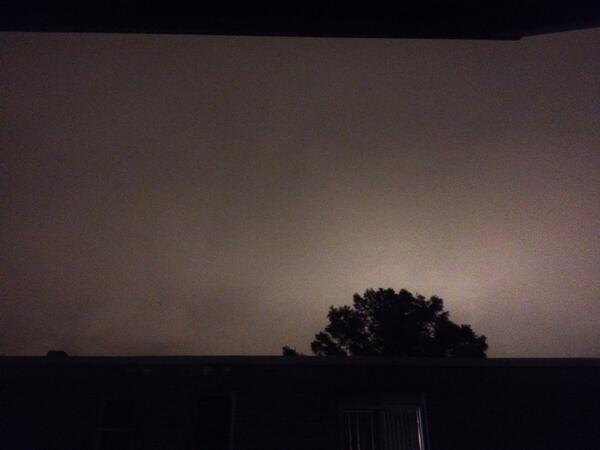 The sky right now at 11:47 pm http://t.co/WaMgwW5EFL