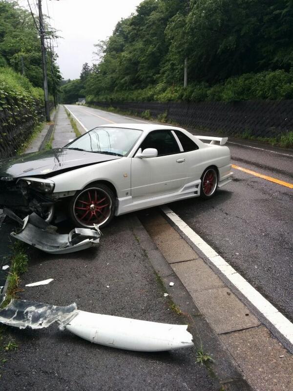 友達の34事故った pic.twitter.com/z3Noxthyp3