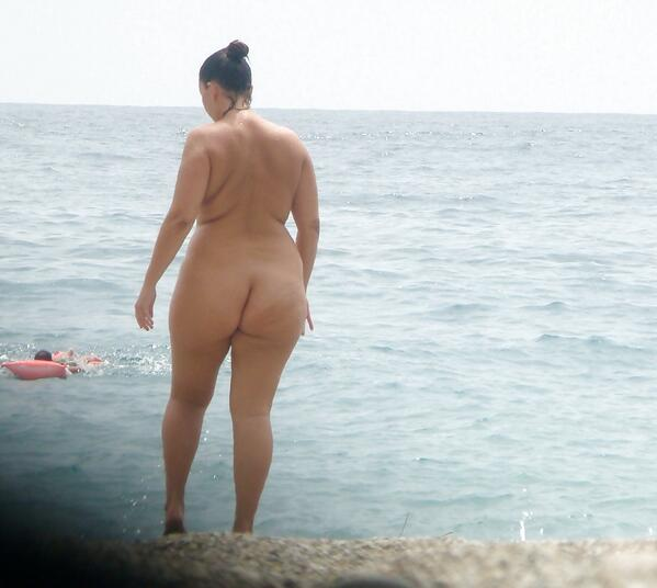 Nudebeach big booties — pic 1