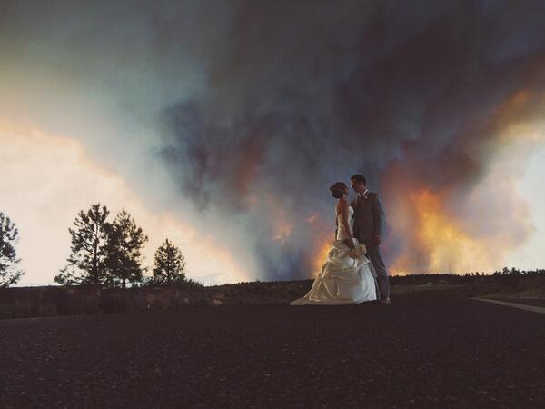 Getting evacuated in the middle of their ceremony didn't stop this couple one bit. #bendoregon #twobullsfire http://t.co/HY4RHmO0VL