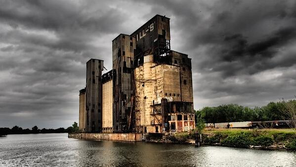 Silo City in Buffalo, for your daily dose of ruin porn, pix by @crwolfelaw #CNU22 http://t.co/EhKKmHOU3y http://t.co/fBlOguQWyE