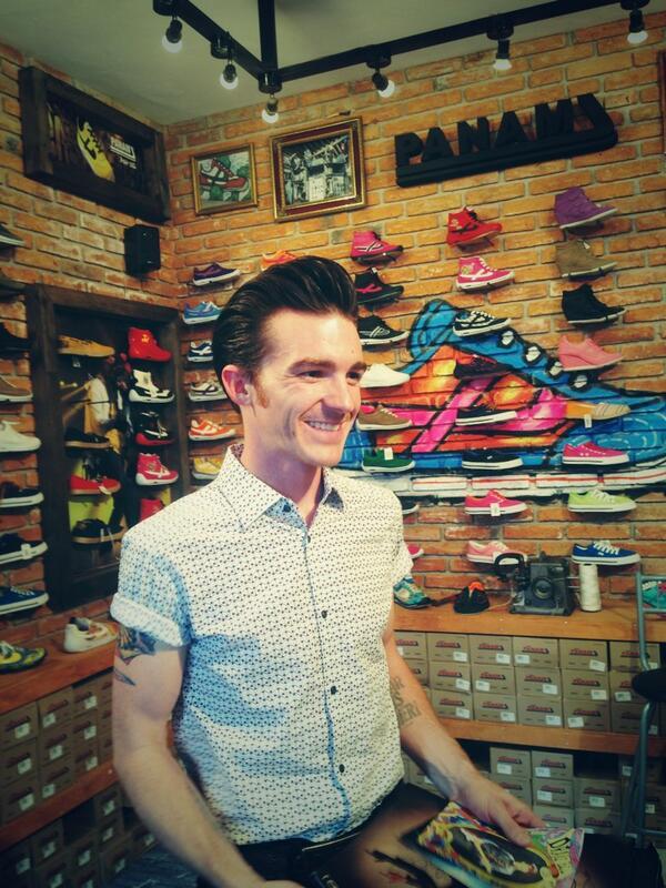 Así se vivió la firma de autógrafo de @DrakeBell en nuestra tienda :D http://t.co/rne5mbep6N