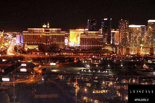 With a view this good, we're not sure why you would want to go anywhere else! #Vegas http://t.co/nOxlSTUH40