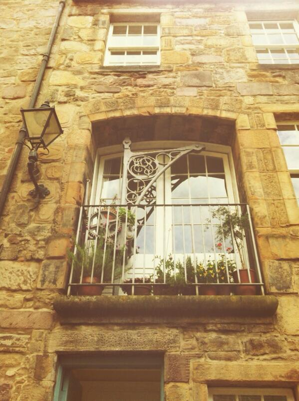 Old town walk ! Just of the royal mile ! #ihbctweet http://t.co/OqKQqEYmV2