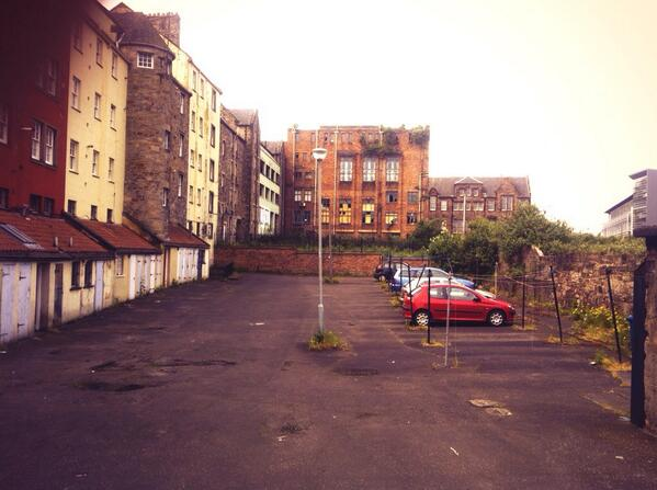 Empty plots and abandoned buildings just off the royal mile! On the old town walk. #ihbctweet http://t.co/UHd9ECRT6m