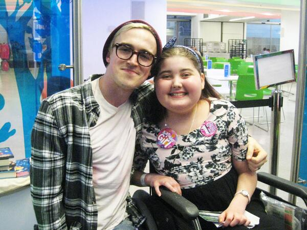 Guess who surprised GOSH patient Sophie for her 13th birthday today? Only her favourite popstar @tommcfly http://t.co/Cdz9OfT1rl