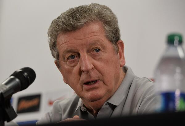 Roy Hogdson: Englands Steven Gerrard will be fit for Italy, Alex Oxlade Chamberlain could be fit for Uruguay
