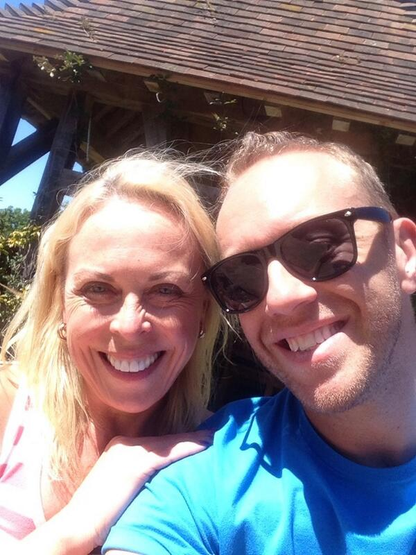 Thank you for a lovely day!!!!  X Chris n Kaz we missed ya! X @torvillanddean http://t.co/ZiRJIZUVuc