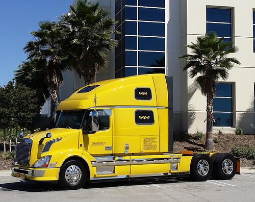 Check out this custom rig shared by an @overdriveupdate @truckersnews reader #vnl780 - scoopnest.com
