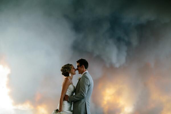 The stunning wildfire wedding from @_joshnewton you can't miss: http://t.co/1Yeq6NSr4Y http://t.co/eJTGth2xNn