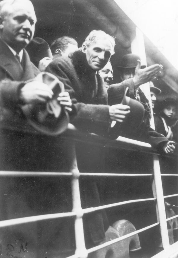 Henry Ford aboard the Oscar II Peace Ship. Image from our collections http://t.co/cbfJOJhxQC  #ww1archives http://t.co/YuBKYhNIOP