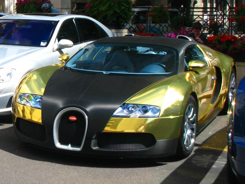 fast cars uk on twitter matte black and gold chrome bugatti veyron outside the dorchester. Black Bedroom Furniture Sets. Home Design Ideas