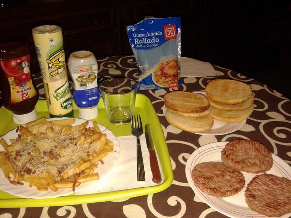 No esta buena ni nada la pedazo cena que ha preparado @martaguaa