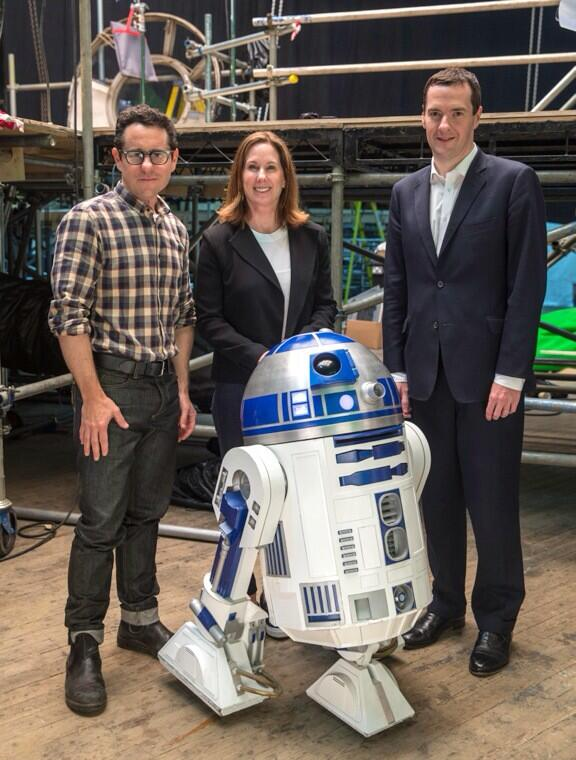 > New STAR WARS: EPISODE VII Set Image With 'R2-D2'; Next Film Will Shoot In London Too - Photo posted in The TV and Movie Spot   Sign in and leave a comment below!
