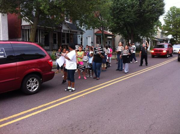 Peace activists walk down the middle of Beech Street. #stoptheviolence http://t.co/63Bl3OtSiy