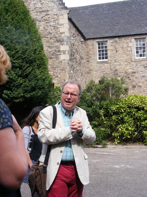 Simon Green at Adam Smith's house in @ihbctweet Canongate tour, but no glass box yet. @Sangeethakt http://t.co/ya3NcNfYEu