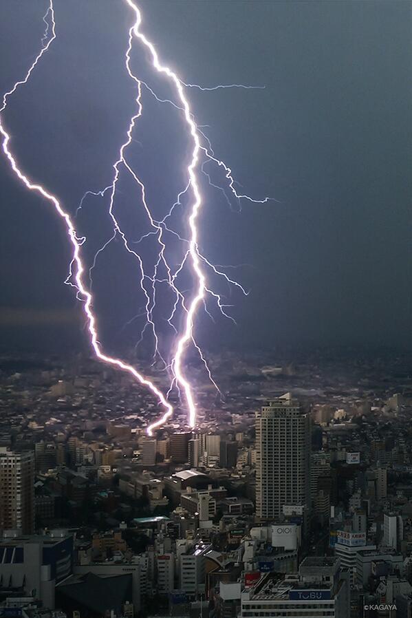 本日も東京にて落雷をとらえました。 pic.twitter.com/G5dx0ESxUM