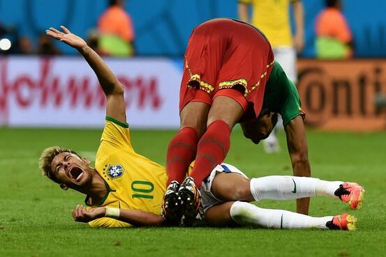 "We watched 32 #WorldCup games and recorded every time a player appeared to be ""injured"" http://t.co/EHl0LNyb4N (AFP) http://t.co/fUwiZRdLZA"